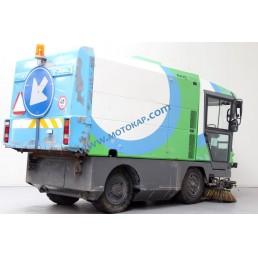 Машина за почистване на улици Ravo